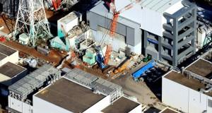 汚染水漏れが続くなど事故収束のめどが立たない東京電力福島第1原発 =2013年11月21日(共同)