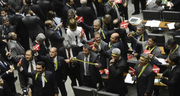 ジウマ大統領罷免決議案検討のための特別委員会開設が決まった時の下院の様子(Antonio Cruz/Agencia Brasil)