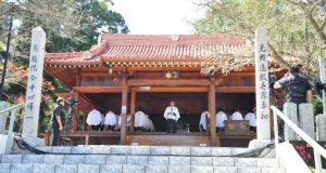 拝殿で挨拶する寺前理事長(生長の家ブラジル伝道本部提供)