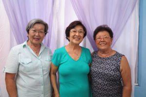 来訪を呼びかける(左から)桜井、古賀、梅木さん