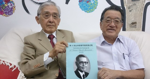 幅広い推薦を呼びかけた山添委員長(左)と長井委員
