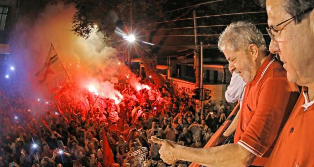 支持者に語りかけるルーラ前大統領(Ricardo Stuckert/Instituto Lula)
