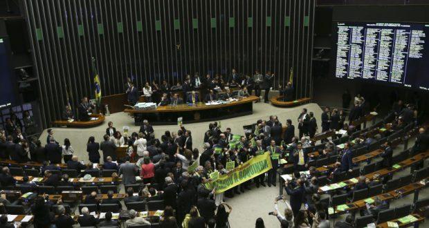 15日の下院本会議の様子(Marcelo Camargo/Agência Brasil)