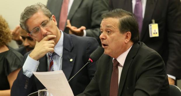 報告を行うジョヴァイール下議(Lula Marques/Agência PT)