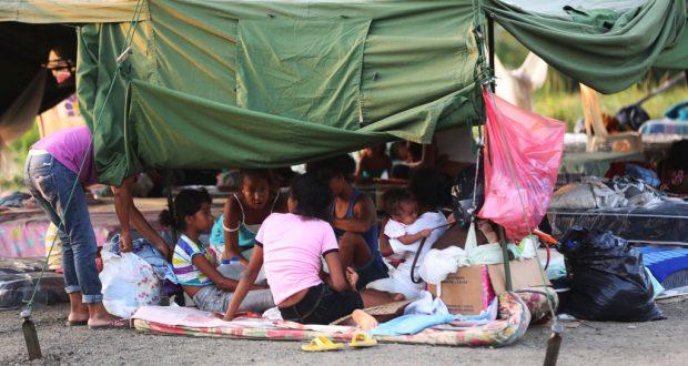 地震発生から1週間を迎え避難生活の人々の我慢も限界に来ている。(Mauricio Munoz/El Ciudadano)