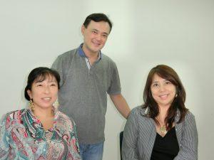 平田さん(中央)とホテル関係者
