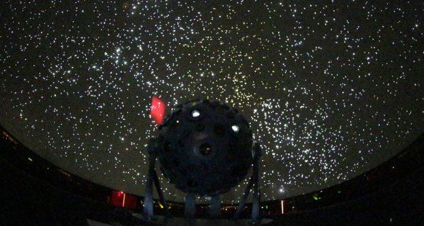 天井に映し出された満天の星(Cesar Ogata/SECOM)