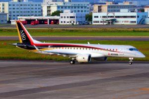 MRJ90 飛行試験一号機(By CHIYODA I Own work, via Wikimedia Commons