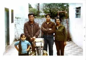 当時の写真。終点のブエノスアイレス近くで、親日家の下宿屋家族と