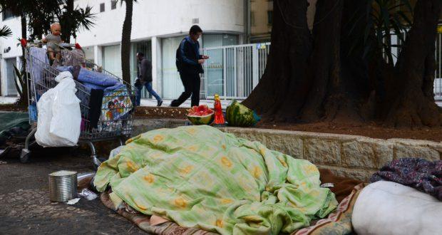 寒さによる死者の続出で、聖市の人道政策に過失がなかったか問われている(Rovena Rosa/Agencia Brasil)