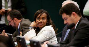 倫理委員会で決定的な役割を果たしたチア・エロン下議(Wilson Dias/Agência Brasil)