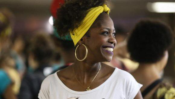 ラチニダーデ祭に参加している黒人女性(Marcello Casal Jr/Agência Brasil)