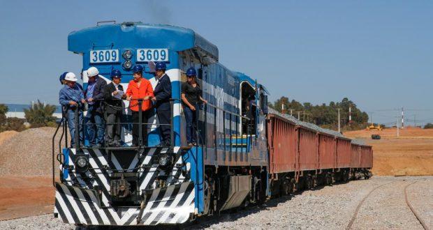 伯国産業の大動脈と期待された、南北―東西鉄道だったが…(Ichiro Guerra/Dilma 13)