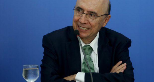 6月20日、各州との債務調整計画について話すエンリケ・メイレレス財相(Wilson Dias/Agencia Brasil)