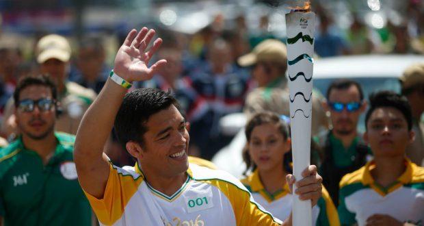 歓声に手を振って応える町田選手(imagem: Divulgacao Rio2016)