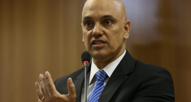 会見を行うモラエス法相(21日、José Cruz/Agência Brasil)