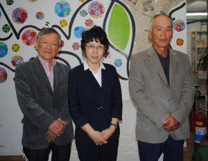 (左から)聖南西文化体育連合会(UCES)の小川彰夫広報理事、森さん、貴田孝平ピニャール文協会長