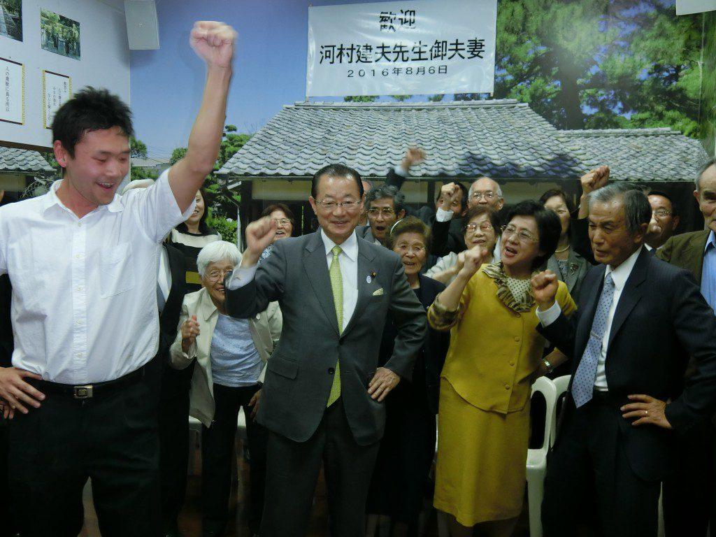 山口県人会で大歓迎された河村議員夫妻