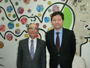 (左から)平田藤義事務局長、大久保委員長