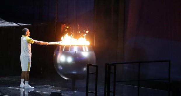 5日。ヴァンデルレイが聖火を灯した瞬間(Roberto Castro/Brasil2016)
