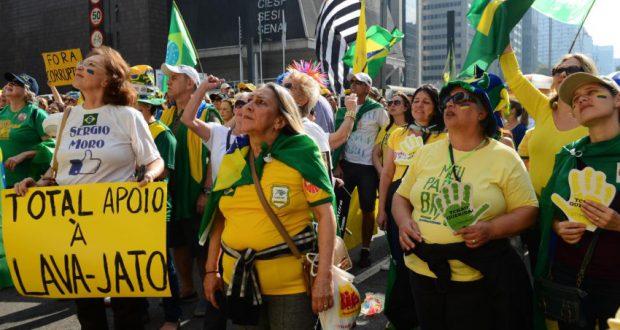 7月31日の反ルーラ、ジウマ・デモより(Rovena Rosa/Agência Brasil)