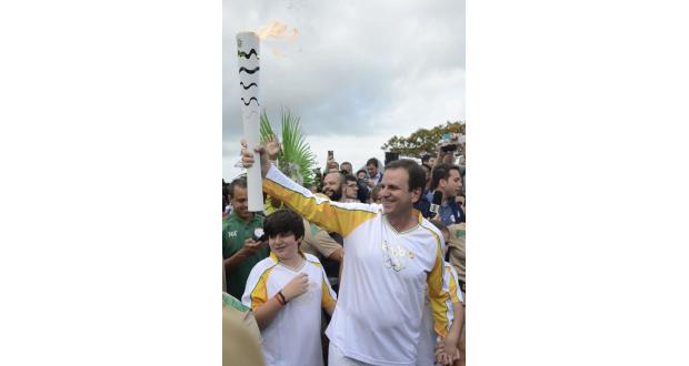 3日の聖火リレーに参加したパエス・リオ市長(Tânia Rego/Agência Brasil)