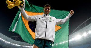五輪新記録で優勝した棒高跳びのチアーゴ・ブラス(Getty Images/Paul Gilham)