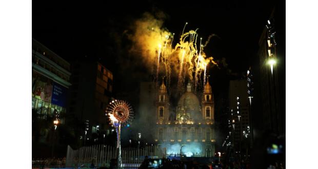 カンデラリア教会とその前に設けられた聖火台(Ivo Lima/ME)