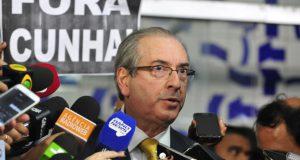 罷免後、取材を受けるクーニャ氏(Luis Macedo/Câmara dos Deputados)