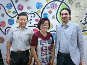 (左から)山本副委員長、三浦委員長、アウベスさん