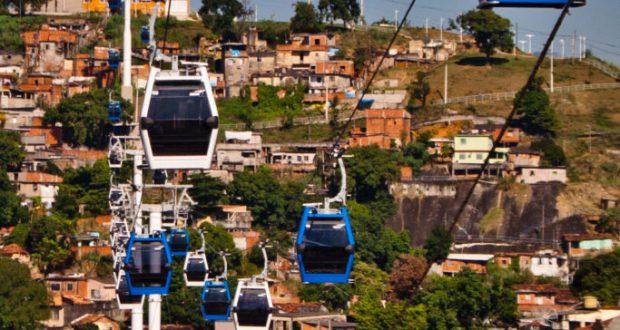 道の起伏の激しいスラムの住民の貴重な移動手段だったが…(Bruno Itan/Coletivo Alemao)