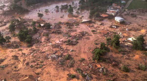 ブラジル史上最大の環境破壊事故となった、昨年11月のダム決壊事故現場(Corpo de Bombeiros/MG)