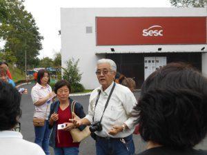 SESC前で説明中の清水さん