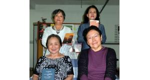 刊行を喜んだ日系文学の翻訳メンバー