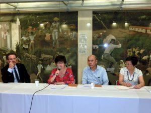 差別を受けた日系移民に関して、意見を交わす関係者ら