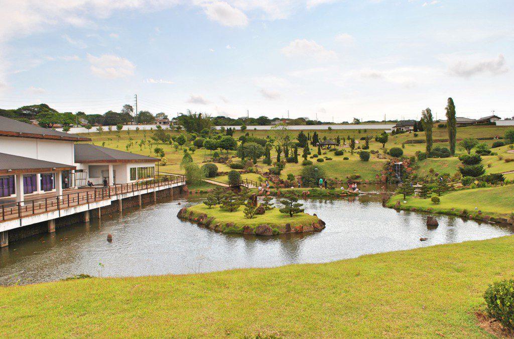 広大な敷地を持つ立派な日本公園