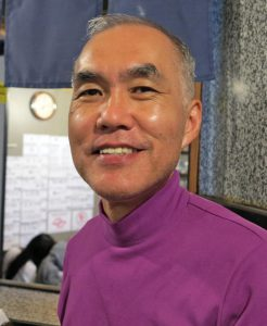 司書の中谷智樹さん(14年5月、本紙撮影)