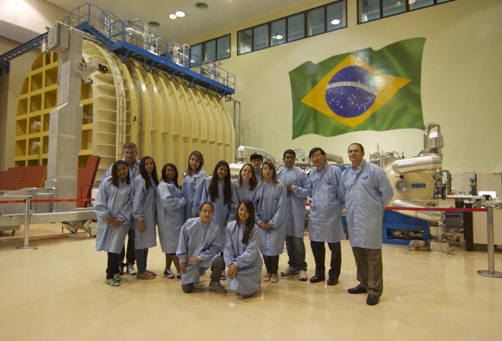 人工衛星開発チームのUbatubaSAt(Explore Midiaサイトより)