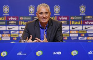 昨年6月の就任会見で笑顔を見せるチッチ(Rafael Ribeiro/CBF)