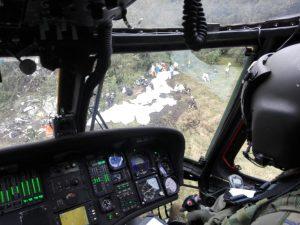 ラミア機の墜落現場に駆け付けるコロンビア空軍のヘリコプター(Foto: Fuerza Aérea Colombiana)
