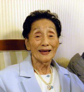 「お喋りも大好き」と微笑む高橋さん(99歳)