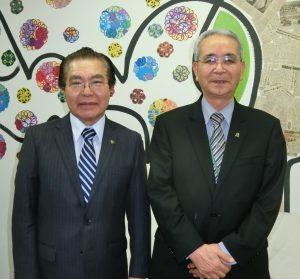 (左から)与儀新会長と菊地前会長