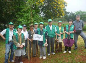 27日にはチエテ公園を視察し、関係者と共に植樹も行なった