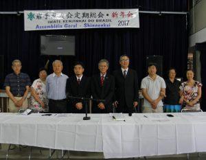 定期総会に出席した役員ら