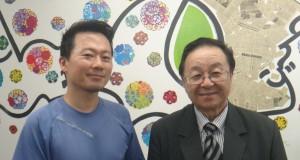 (右から)来社した宮村秀光会長、作家の近藤さん
