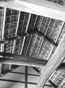 二宮金次郎の生家。小田原市栢山報徳記念館に保管されている。大水害から住む人を守り抜いた重厚な佇まい。築250年、囲炉裏の煙は今もなお防虫に努めつつ、足柄の豊かな農民の息吹を伝承している(松田さん提供)