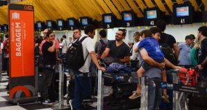 機内預け荷物別料金徴収が始まるとされていた日の前日のサンパウロ、コンゴーニャス空港の様子(Rovena Rosa/Agência Brasil)