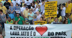 16年4月12日に行われたLJ継続とモロ判事擁護を訴えるリオ市でのデモ(Tomaz Silva/Agência Brasil)