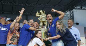初優勝の喜びを爆発させる、タトゥアペの首脳陣たち(Paulo Pinto/LIGASP/Fotos Públicas)