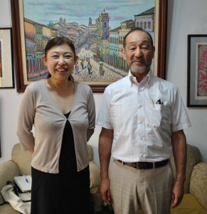 総合支援の人材派遣業を目指す横山さん(左)と小高取締役